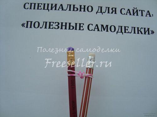 Браслет з гумок, сплетений на олівцях