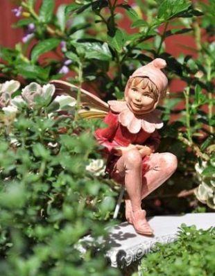Використовуйте садові фігурки
