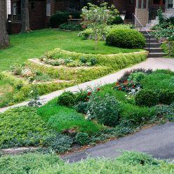Які особливості роботи на городі, якщо він знаходиться на схилі