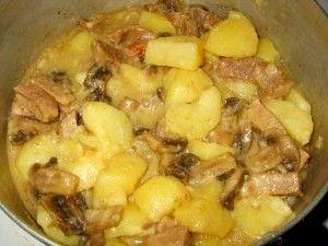 Картопля з грибами в мультиварці