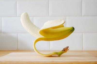 Лайфхак: 8 слушних порад використовувати банани не за призначенням (+ відео)