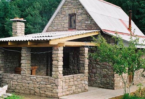 Натуральний камінь, як матеріал для оформлення фасадів