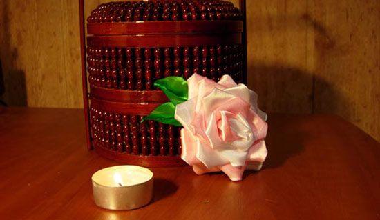 Троянда з атласної стрічки