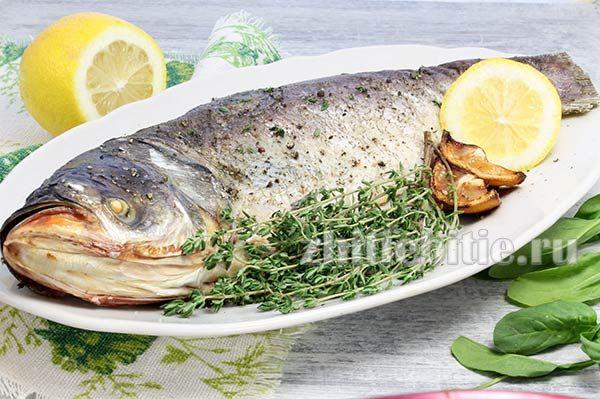 Риба, запечена в солі в духовці