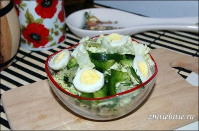 Салат з пекінської капусти з огірком і перцем