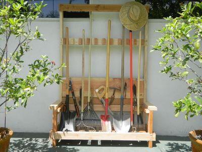 Стійка для садового інвентарю