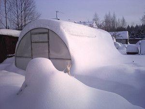 Полікарбонатна теплиця взимку