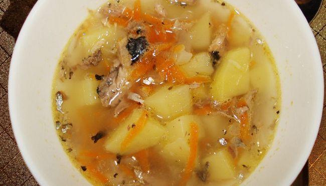 Суп з рибних консервів