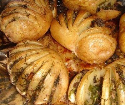 Запечена картопля, фарширований грибами і зеленню